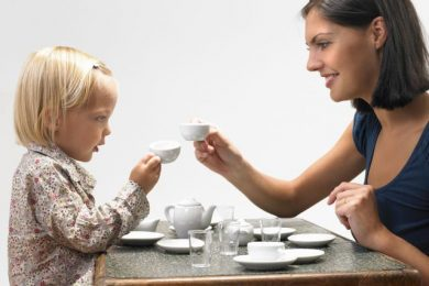daughter-and-mother-having-tea-82561993